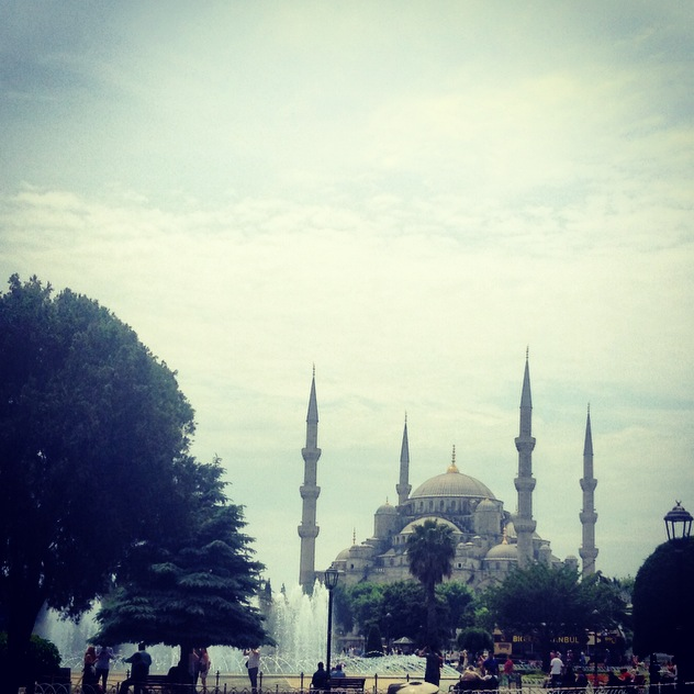 Blue-Mosque-Istanbul-Turkey-Fashion